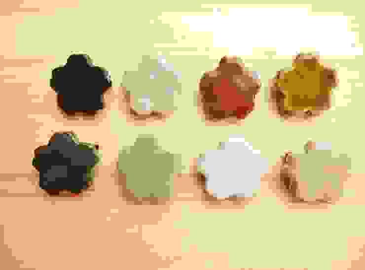 桜の陶ブローチ: 中岡陶房工芸が手掛けたアジア人です。,和風 陶器
