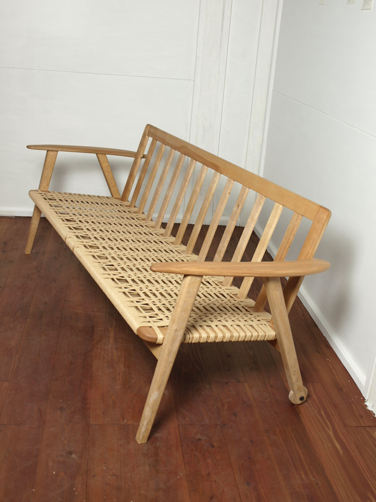 ソファー: 木工 木の香が手掛けた折衷的なです。,オリジナル 木 木目調
