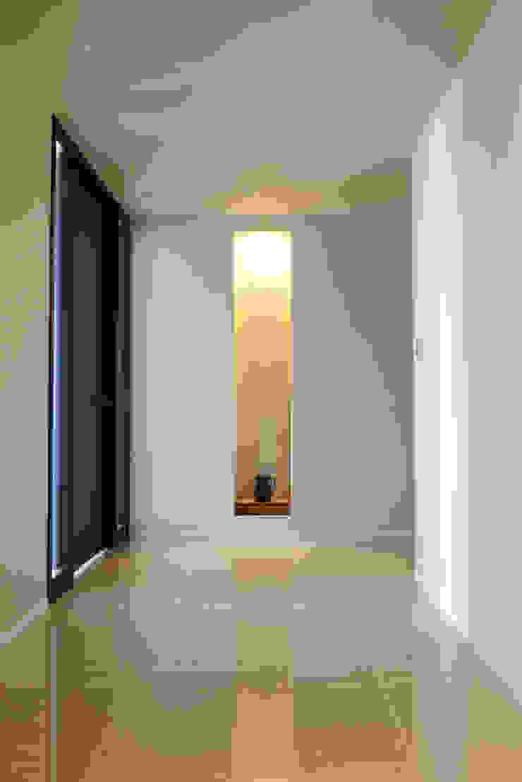T邸 モダンスタイルの 玄関&廊下&階段 の 暮らすひと暮らすところ モダン