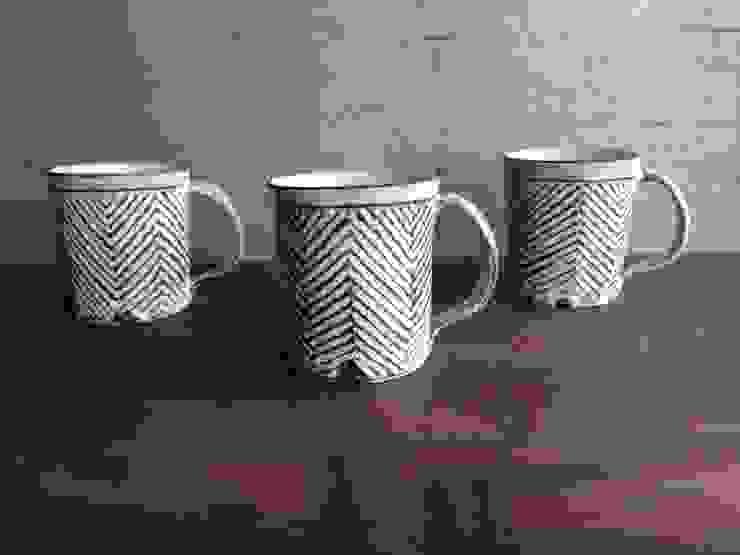線刻マグカップ: くるり窯が手掛けた折衷的なです。,オリジナル 陶器
