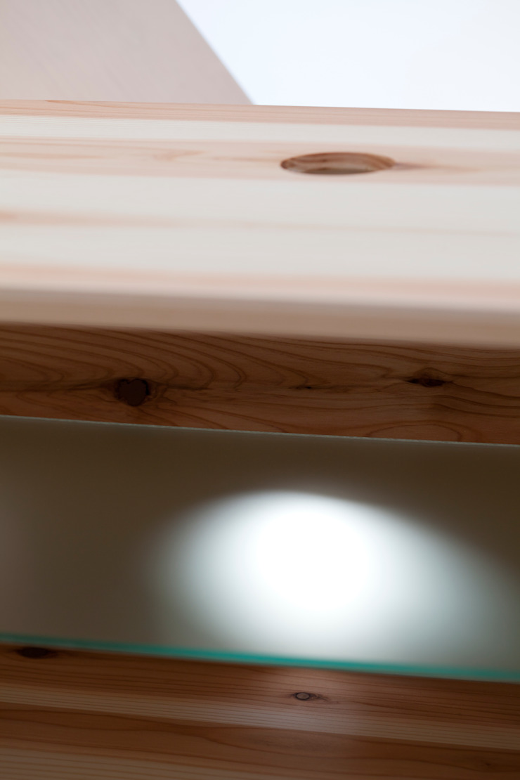cabinet: 暮らすひと暮らすところが手掛けたミニマリストです。,ミニマル 木 木目調