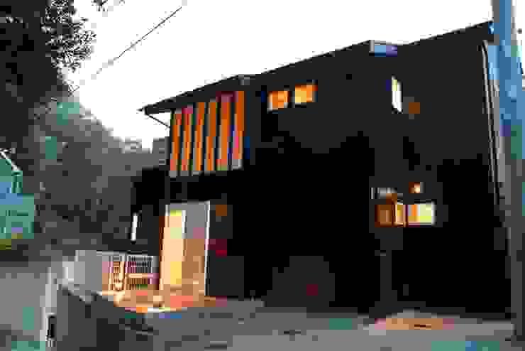 ガルバリウム鋼板の外壁 オリジナルな 家 の Gen Design Factory オリジナル アルミニウム/亜鉛