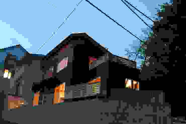 神奈川県鎌倉市 大町の家 オリジナルな 家 の Gen Design Factory オリジナル アルミニウム/亜鉛
