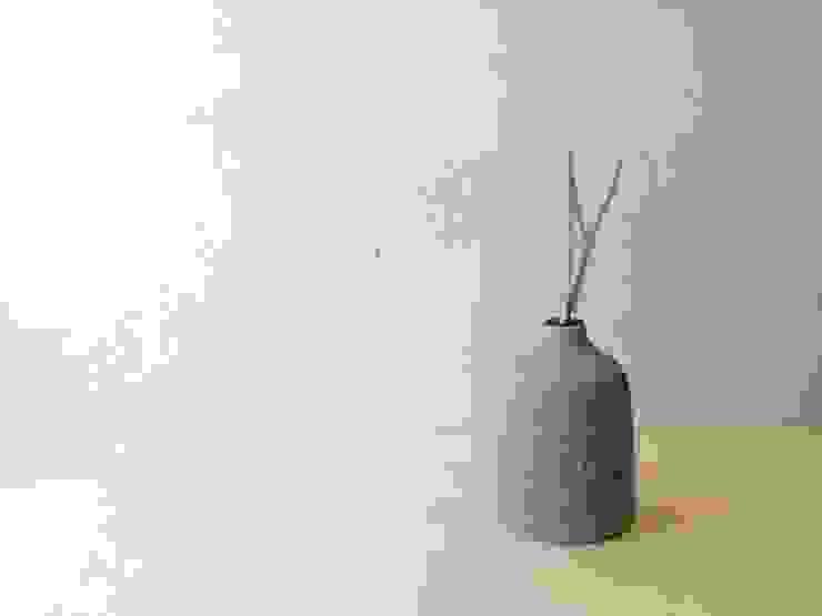 一輪挿し: 水谷美樹が手掛けた折衷的なです。,オリジナル 磁器