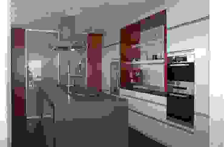 Steinhaus über dem Rheintal Moderne Küchen von Noesser Padberg Architekten GmbH Modern