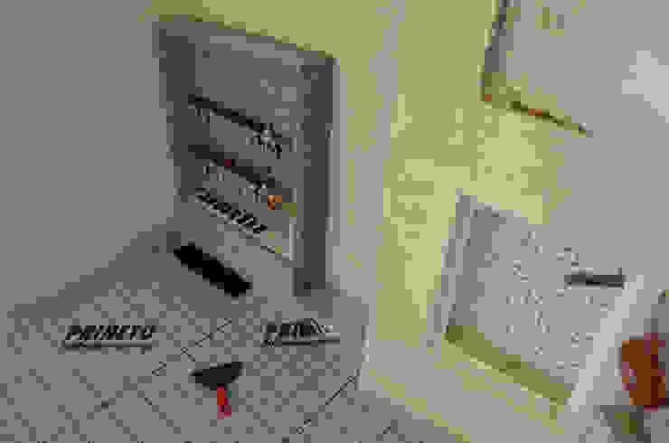 (3) Underfloor heating/ piso radiante Casas de banho modernas por Dynamic444 Moderno