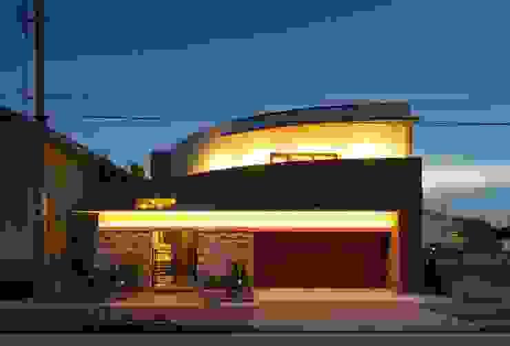 曲線のファサード モダンな 家 の イデア建築デザイン事務所 モダン 石