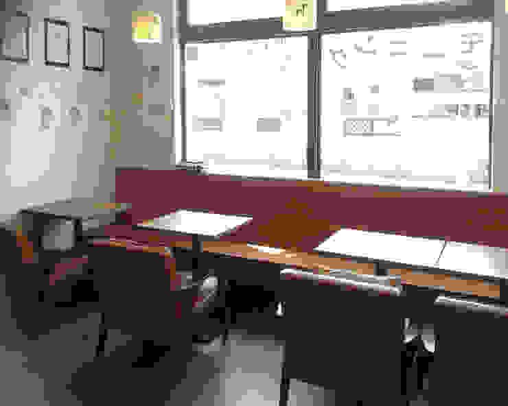 絵本カフェ はびき堂 モダンデザインの 多目的室 の 株式会社 atelier waon モダン