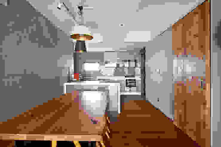 NATURAL WOOD HOUSE: housetherapy의  다이닝 룸,모던