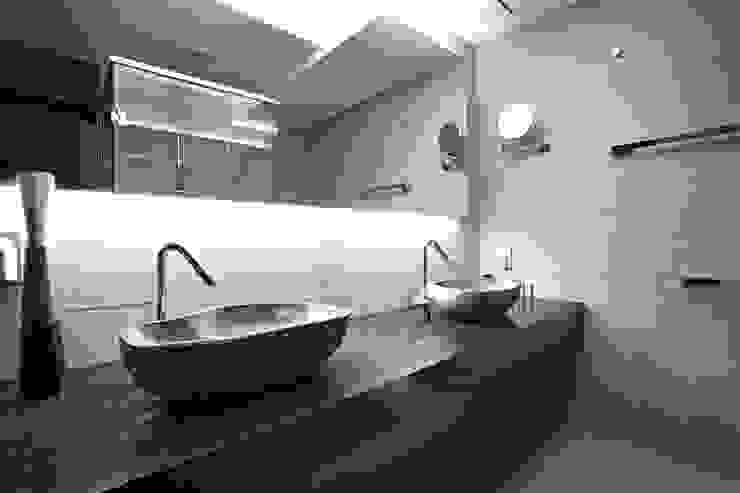 Modern bathroom by housetherapy Modern
