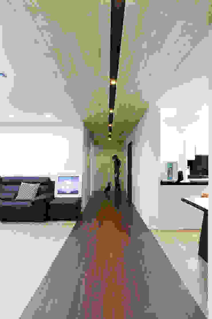 Hongeun-dong apartment unit remodeling 모던스타일 복도, 현관 & 계단 by designband YOAP 모던