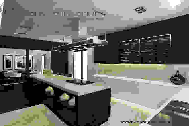 Beż, biel i ciemny brąz w kuchni Nowoczesna kuchnia od Inventive Interiors Nowoczesny