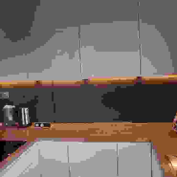 Dom jednorodzinny Nowoczesna kuchnia od studio bonito Nowoczesny
