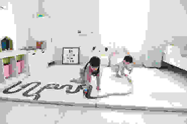 아이들의 안전한 놀이공간 도로 놀이방매트: (주)꿈비의 현대 ,모던