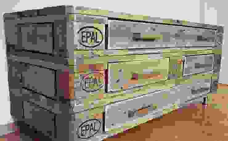 de estilo industrial por Panoply Design, Industrial Madera Acabado en madera