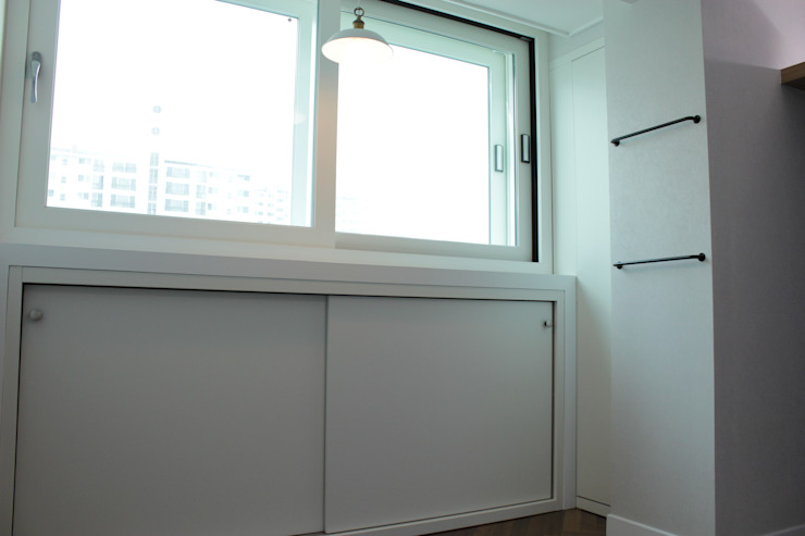 Moderne Wohnzimmer von 더홈인테리어 Modern
