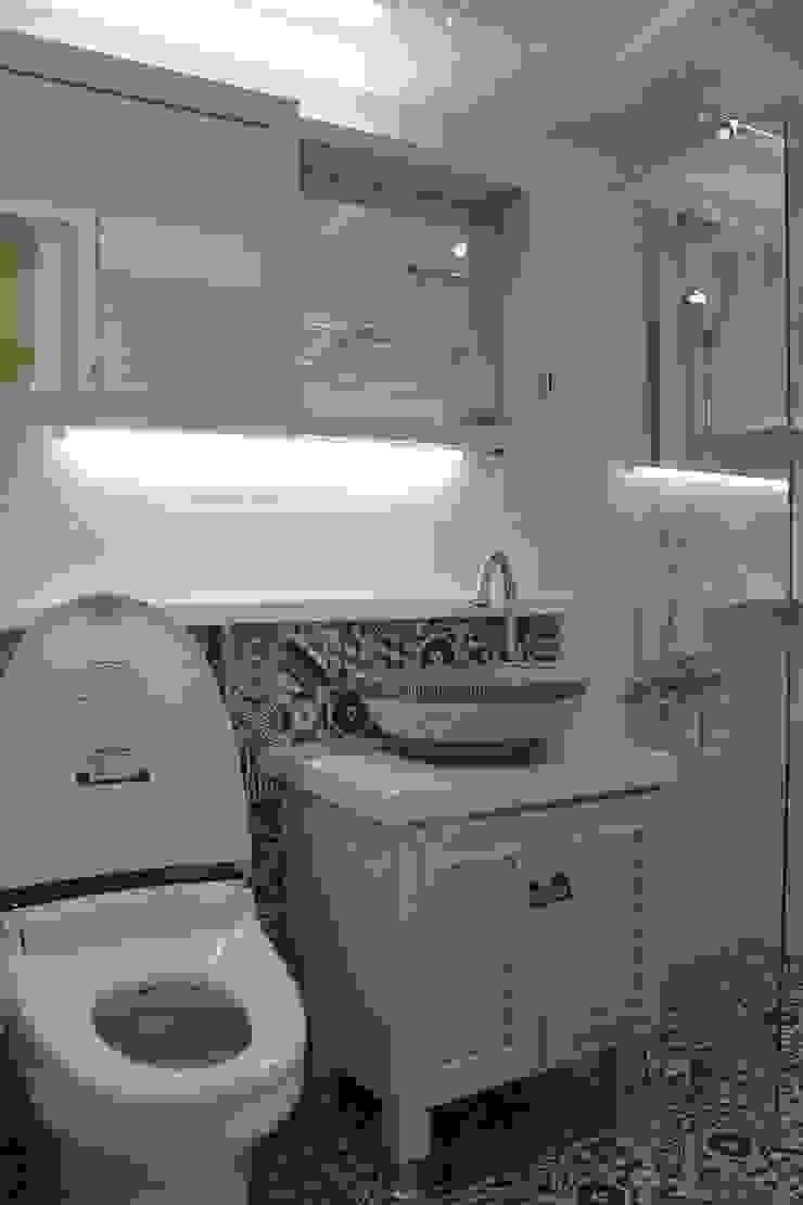 Moderne Badezimmer von 더홈인테리어 Modern