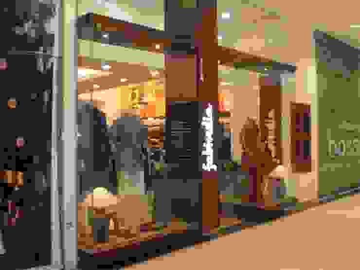 Fabindia at Phoenix Mall, Bangalore Modern offices & stores by Parikshit Dalal Design + Architecture Modern