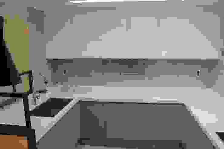 Moderne Küchen von 더홈인테리어 Modern