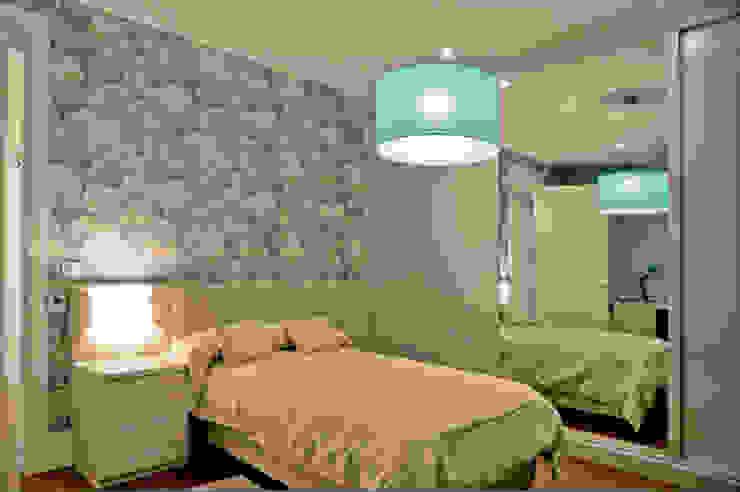 Camera da letto moderna di SENZA ESPACIOS Moderno