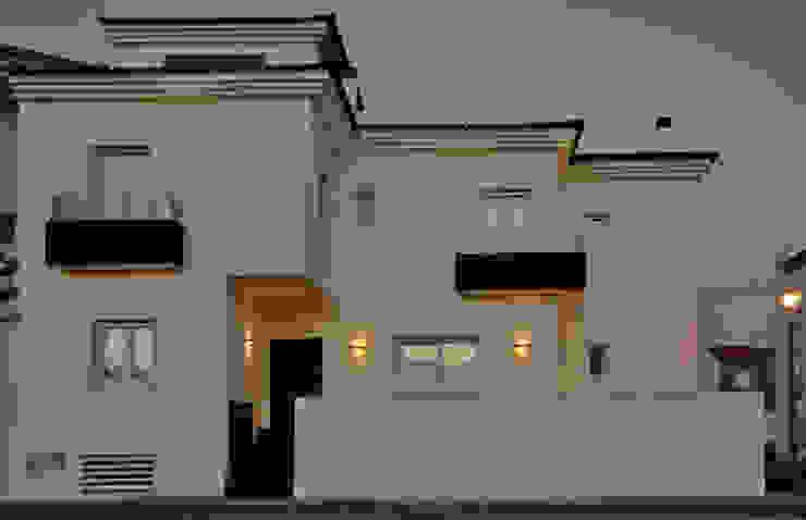 Дома в стиле модерн от SENZA ESPACIOS Модерн