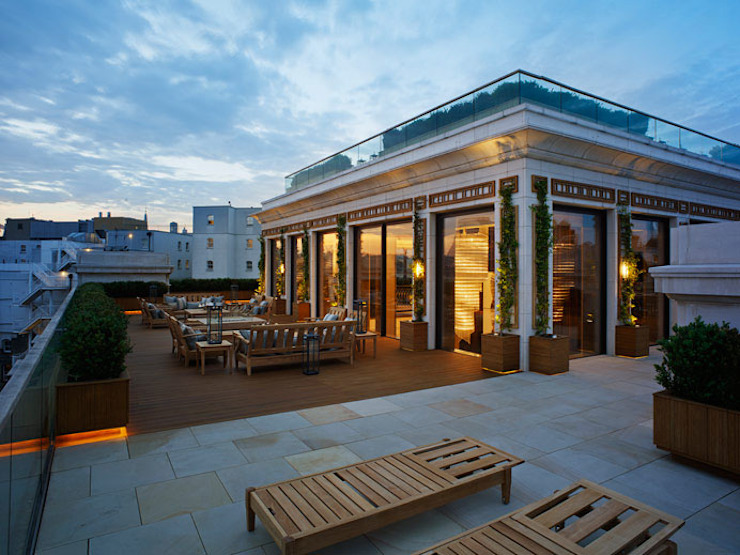 Penthouse terrace with multilevel rooftop garden space, Whitehall, London Decorum . London Modern style gardens Solid Wood