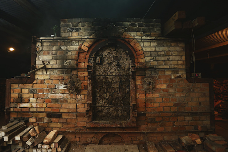 窯焚き: 庚申窯-Koshin-kiln-が手掛けた折衷的なです。,オリジナル 陶器