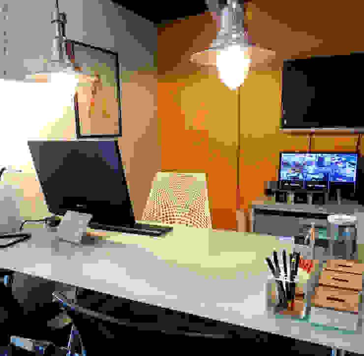 Oficina Director:  de estilo industrial por RL+N Arquitectura, Industrial