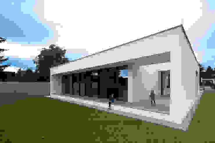 PASCHINGER ARCHITEKTEN ZT KG Modern houses Solid Wood White