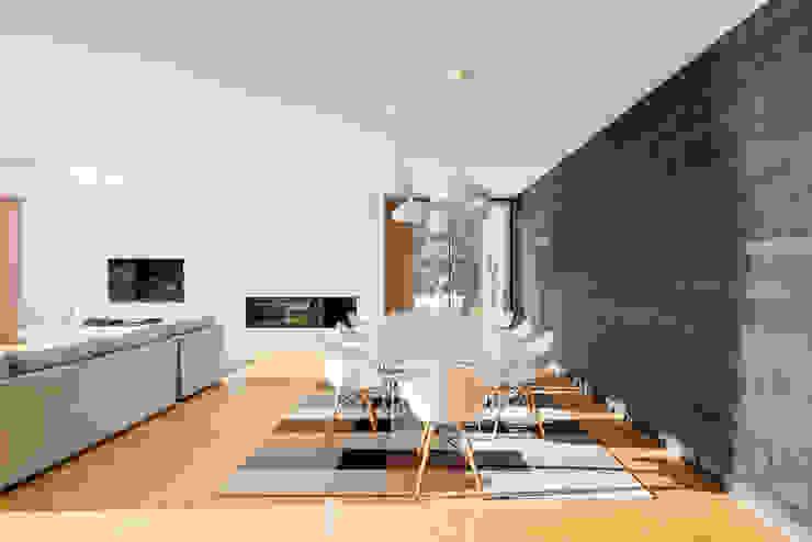 Dining room by Raulino Silva Arquitecto Unip. Lda, Minimalist