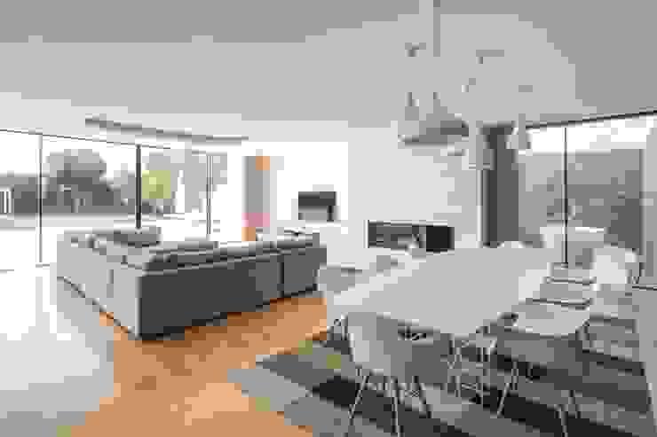 Minimalist dining room by Raulino Silva Arquitecto Unip. Lda Minimalist