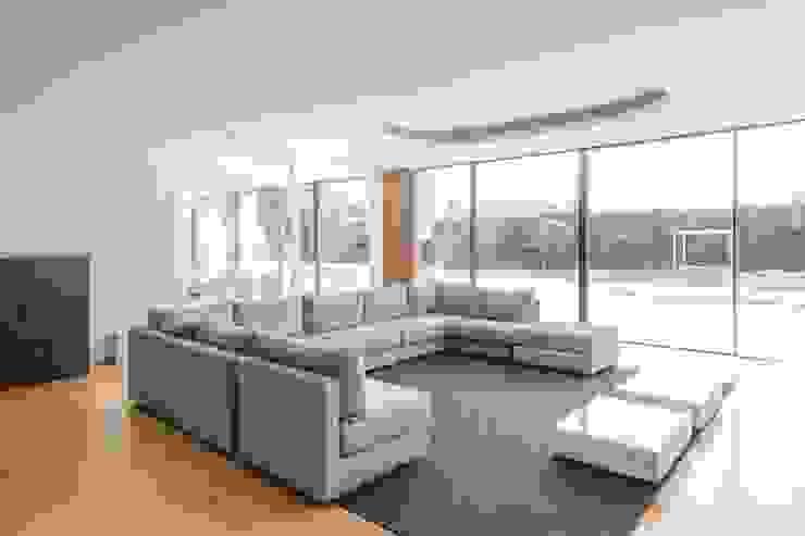 Casa Touguinhó II Salas de estar minimalistas por Raulino Silva Arquitecto Unip. Lda Minimalista