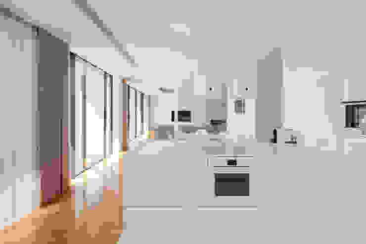 Casa Touguinhó II: Cozinhas  por Raulino Silva Arquitecto Unip. Lda