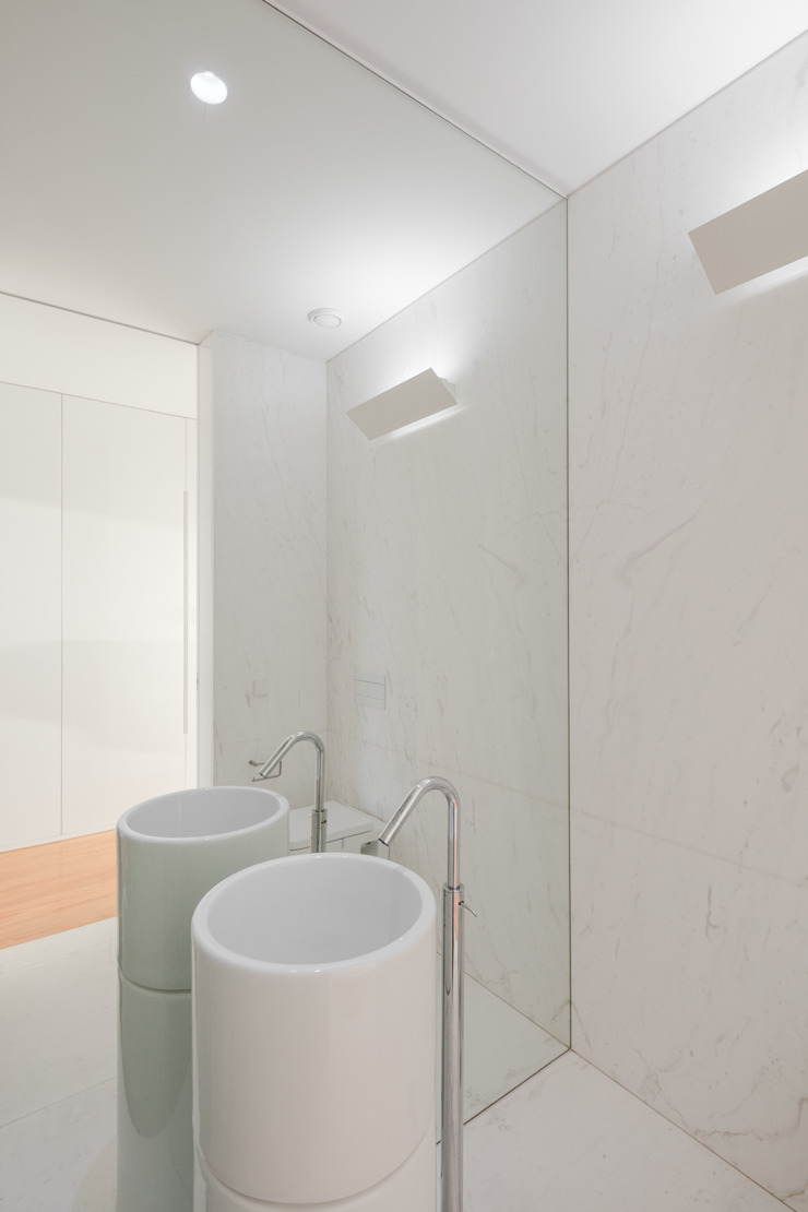 Casa Touguinhó II Casas de banho minimalistas por Raulino Silva Arquitecto Unip. Lda Minimalista Mármore
