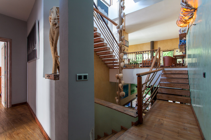 Eclectic style corridor, hallway & stairs by Pablo Cousinou Eclectic