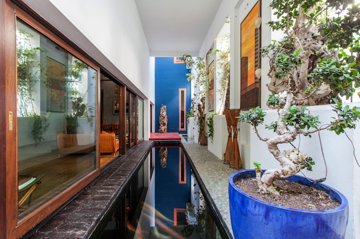 Asian style balcony, veranda & terrace by Pablo Cousinou Asian