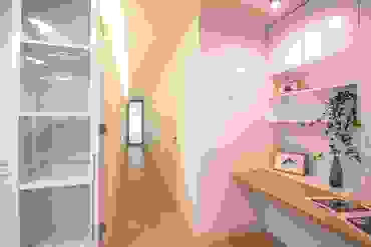 Pasillos, halls y escaleras minimalistas de DonateCaballero Arquitectos Minimalista
