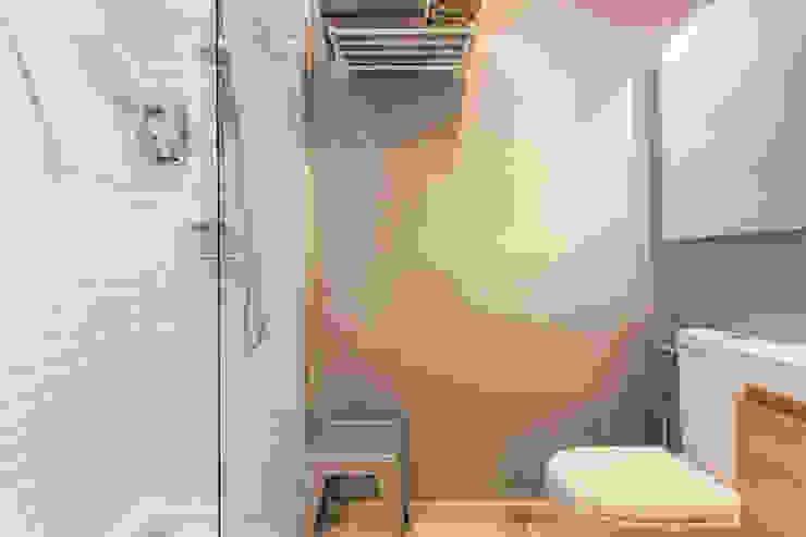 Baños de estilo moderno de Pablo Cousinou Moderno