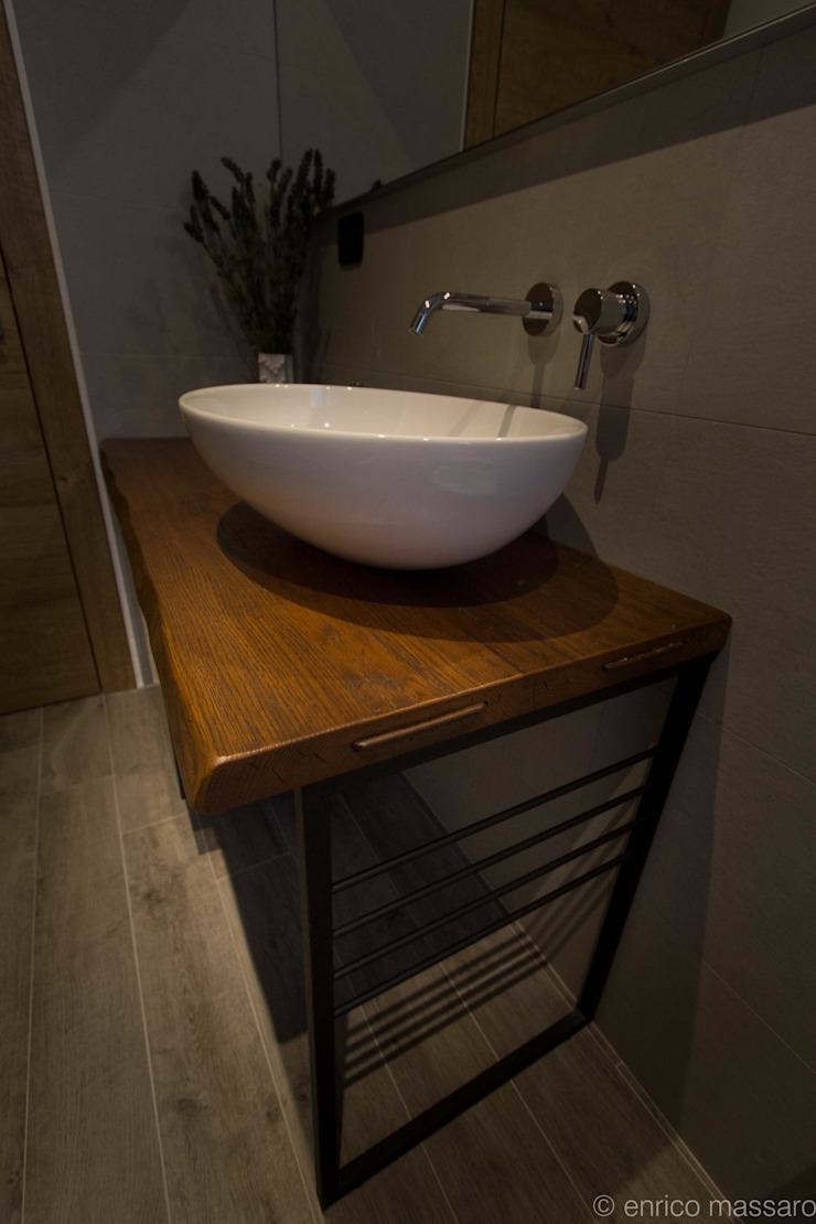 enrico massaro architetto BathroomShelves Solid Wood Wood effect