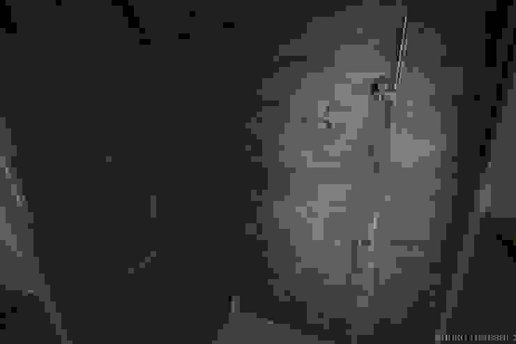 enrico massaro architetto Salle de bain moderne Céramique Gris