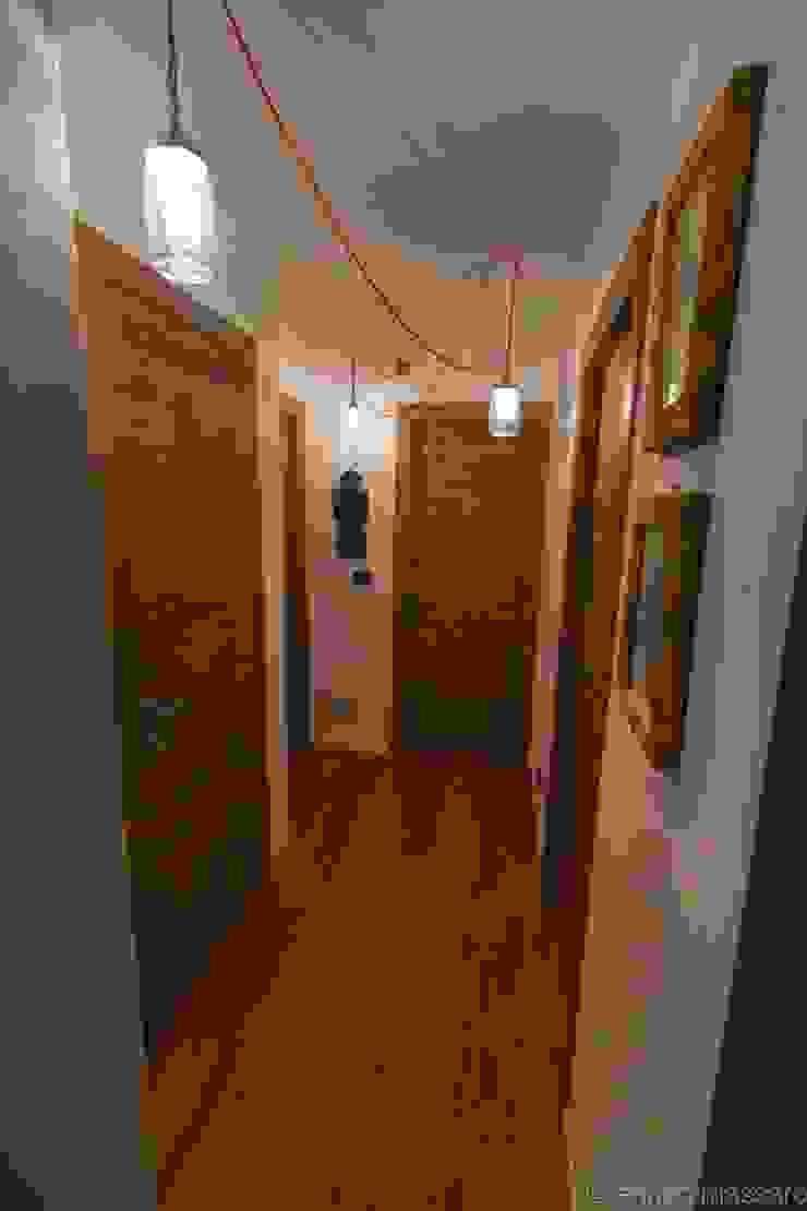 enrico massaro architetto Couloir, entrée, escaliers rustiques Bois d'ingénierie Effet bois