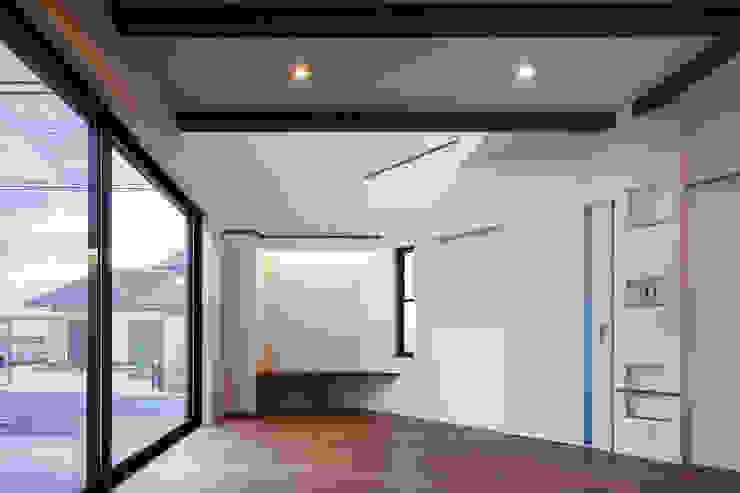Oyako House オリジナルデザインの リビング の Studio REI 一級建築士事務所 オリジナル