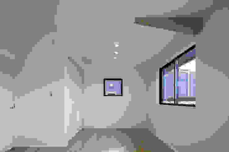 Oyako House オリジナルデザインの 子供部屋 の Studio REI 一級建築士事務所 オリジナル