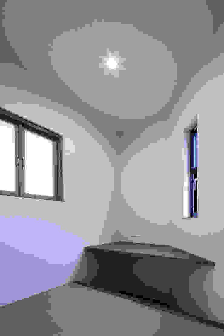 Oyako House オリジナルデザインの 書斎 の Studio REI 一級建築士事務所 オリジナル