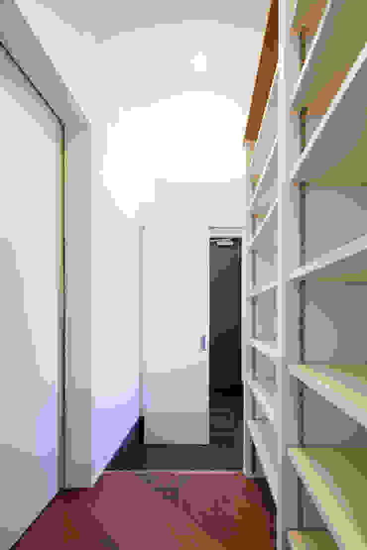 Oyako House オリジナルスタイルの 玄関&廊下&階段 の Studio REI 一級建築士事務所 オリジナル