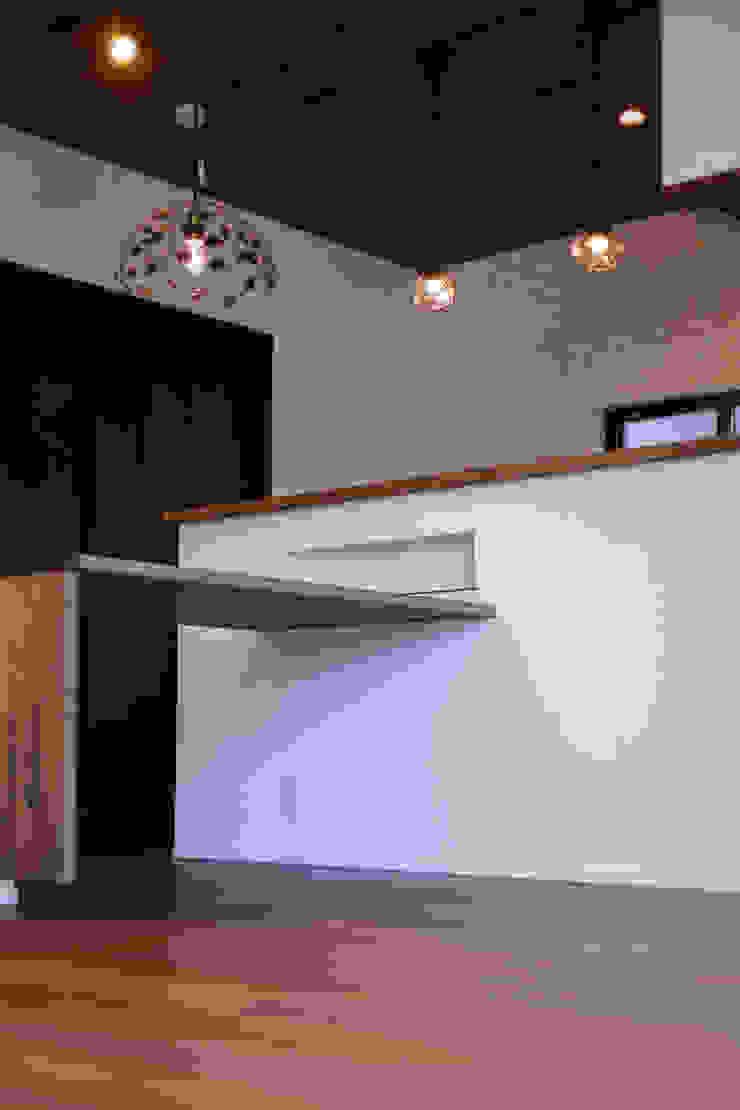 Oyako House オリジナルデザインの ダイニング の Studio REI 一級建築士事務所 オリジナル