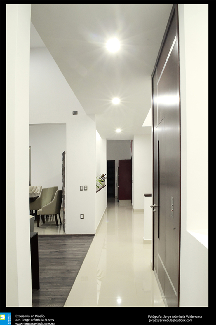 Excelencia en Diseño Modern Corridor, Hallway and Staircase Granite White
