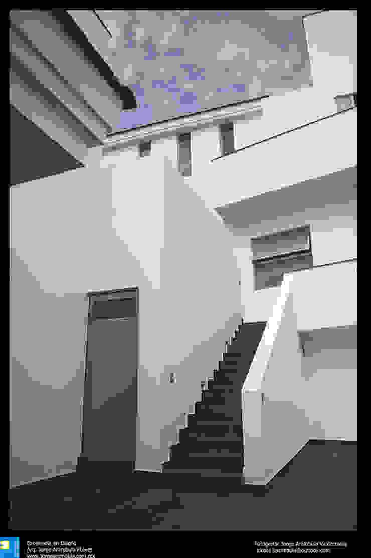 Excelencia en Diseño Modern Corridor, Hallway and Staircase Reinforced concrete White