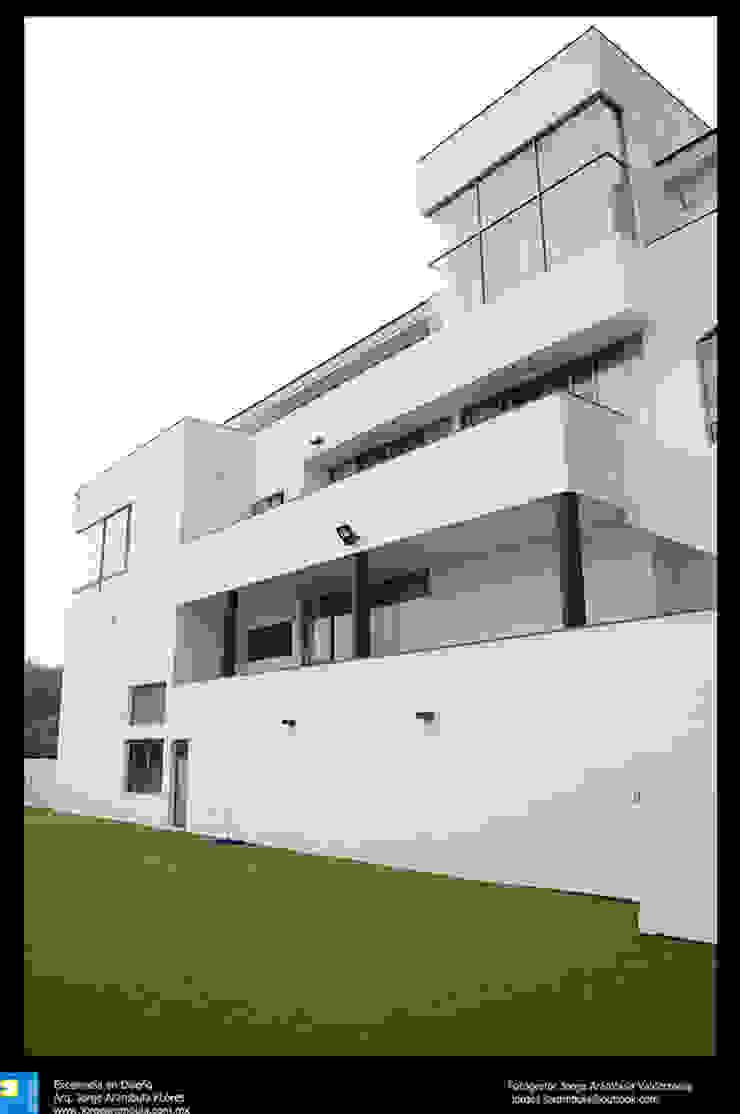 fachada posterior Casas modernas de Excelencia en Diseño Moderno Ladrillos