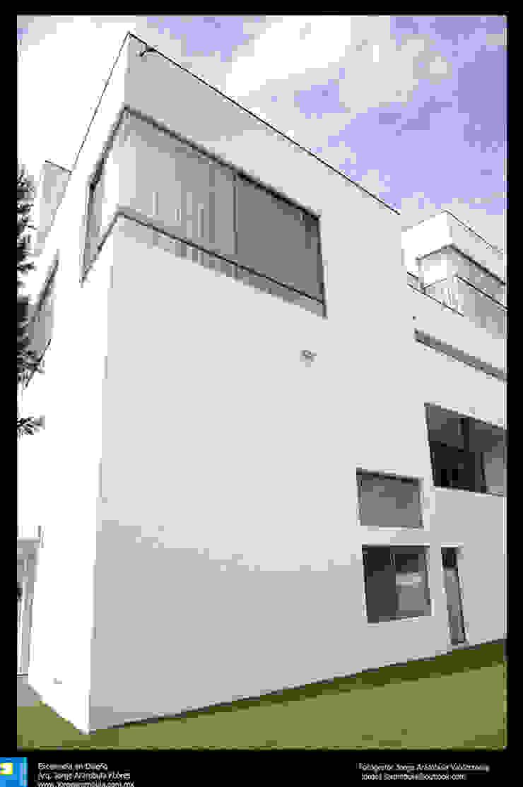 balcones en fachada Balcones y terrazas modernos de Excelencia en Diseño Moderno Ladrillos